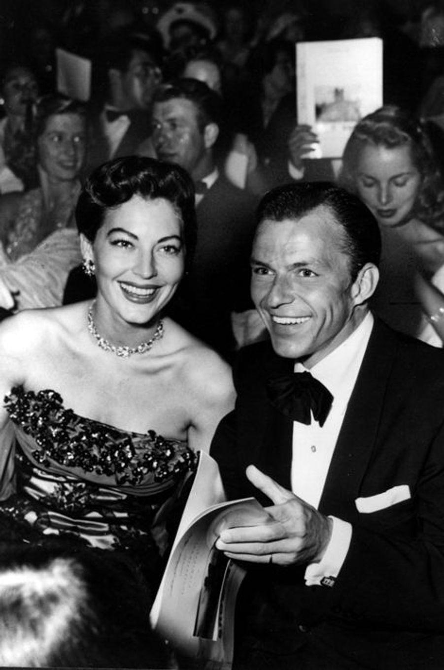 Les deux icônes tombent amoureuses à la fin des années quarante mais il faudra attendre le divorce de Frank Sinatra de sa première femme Nancy pour que le couple s'unisse en novembre 1951. Mais après un mariage rythmé par les disputes, crises de jalousies et pauses adultères, le couple se sépare en 1957, les deux ex-amants restant malgré tout amis.