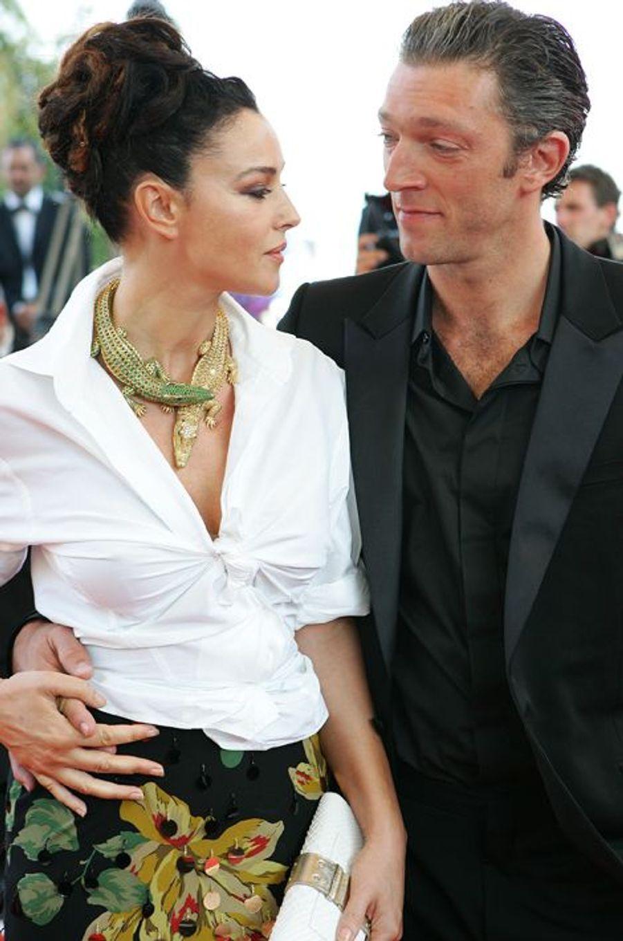 """Ils se sont rencontrés sur le tournage du film """"L'Appartement"""" en 1995 et après quatre de relation ont décidé de se marier durant l'été 1999. De leur union naîtront deux filles, Deva née en 2004 et Léonie en 2010. Mais après plus de 18 ans de mariage, d'apparitions en duo et de collaborations devant la caméra, le couple se sépare à l'été 2013."""