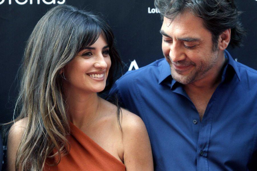 """C'est sous la caméra de Woody Allen, en 2007 pour son film """"Vicky Cristina Barcelona"""", que les deux acteurs espagnols se découvrent. Discrets et très amoureux, ils finissent par s'unir aux Bahamas en janvier 2011. Naîtra ensuite leur premier petit garçon, Léo, un an plus tard, puis Luna, à l'été 2013."""