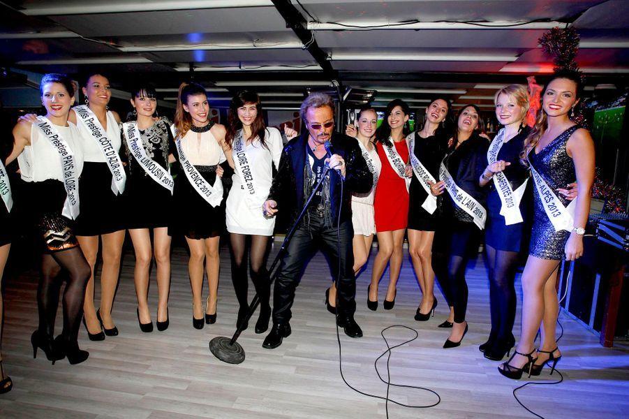 Les candidates à l'élection Miss Prestige National ont posé leurs valises en Corse ce week-end, à quelques jours de la grande soirée organisée à Paris. Entre leurs répétitions, les protégées de Geneviève de Fontenay ont pu se lâcher en soirée, aux côtés d'un sosie de Johnny Hallyday et du comédien Ramzy Bédia. Rien de mieux pour apprendre à se connaitre et être les plus à l'aise possible, le 12 janvier prochain, sur la scène du Lido.