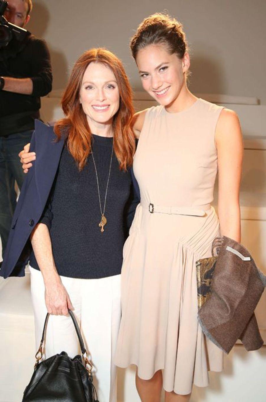 Emma Ferrer et Julianne Moore au défilé Ralph Lauren, le 11 septembre à New York