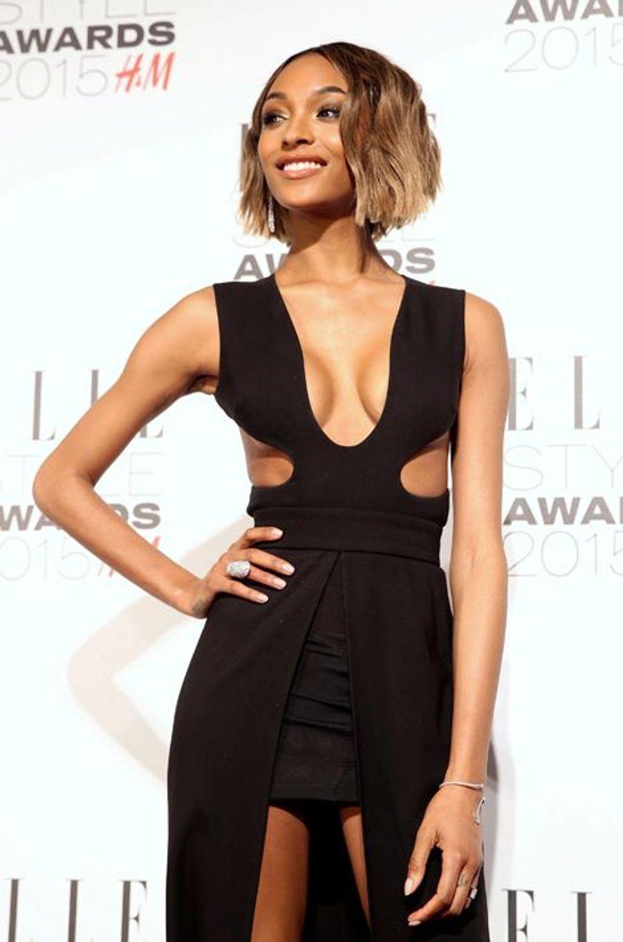 En plus de prêter ses traits pour les campagnes de Burberry et Yves Saint Laurent depuis 2011, elle défilé également pour Victoria's Secret depuis maintenant trois ans. En 2014, la jeune femme a été choisie comme égérie pour Gemey Maybelline. Elle a gagné 4 millions de dollars cette année passée.
