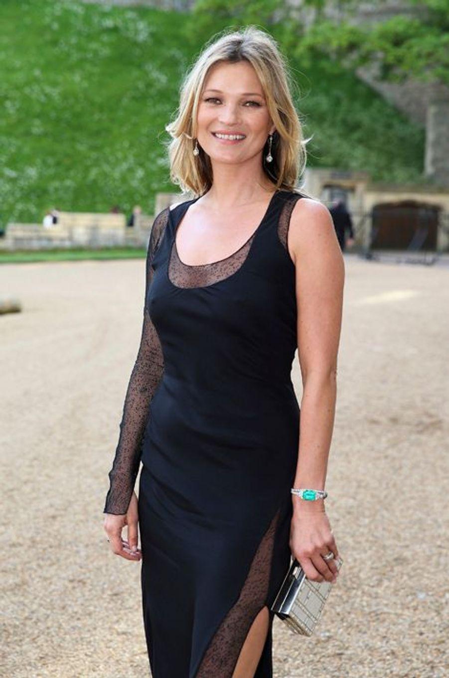 A 40 ans, la Brindille reste dans le top 20 des mannequins les mieux payés avec pas moins de 7 millions de dollars. En retrouvant la maison Burberry pour une nouvelle campagne aux côtés de la jeune Cara Delevingne, tout en réalisant une nouvelle collection pour le géant anglais Topshop au printemps, Kate Moss reste incontournable.
