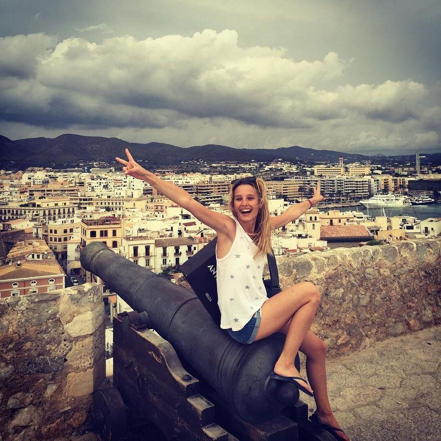 Ilona Smet, la fille aînée de David Hallyday et d'Estelle Lefébure, a passé ses vacances à Ibiza il y a deux semaines.