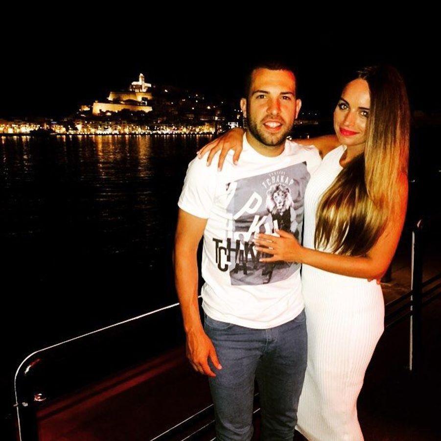 Jordi Alba du FC Barcelone et son amoureuse ont eux aussi passé quelques jours entre amis à Ibiza il y a deux mois.