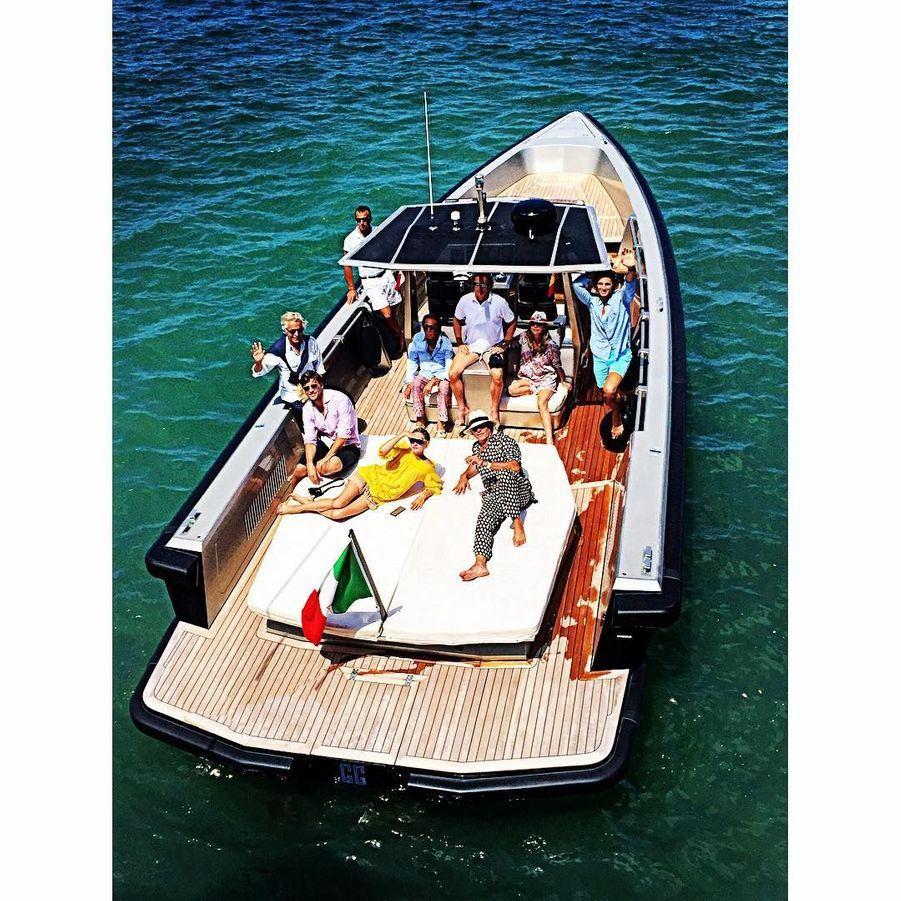 L'égérie Mango Olivia Palermo a été accueillie à bord du yacht du créateur Valentino Garavani il y a trois semaines.
