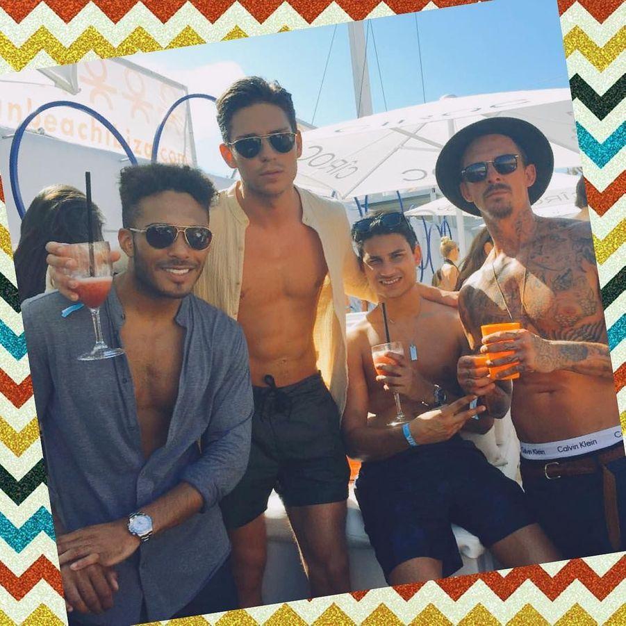 La star anglaise de télé-réalité Joey Essex a célébré son 25ème anniversaire à Ibiza entre amis le 29 juillet dernier.