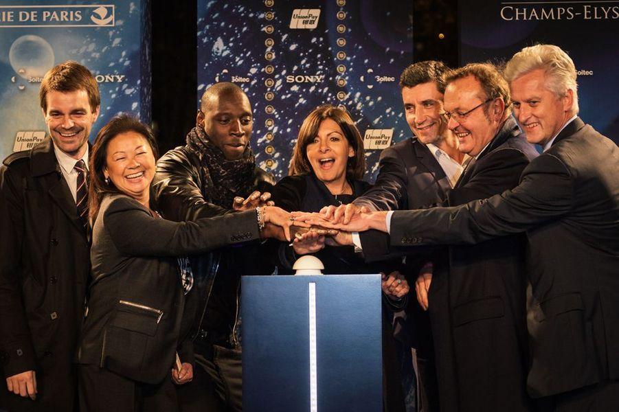 Omar Sy bien entouré à Paris le 20 novembre 2014
