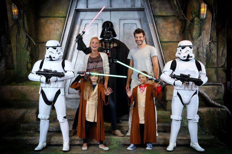 Elodie Gossuin, son mari Bertrand et leurs enfants à Disneyland Paris pour la rentrée Star Wars