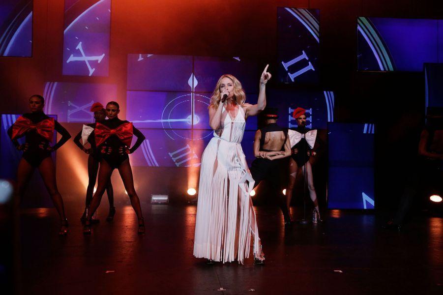 Kylie Minogue sur la scène du Casino de Paris