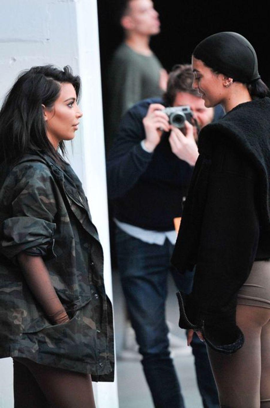 Kim Kardashian au défilé Kanye West pour Adidas, aux côtés de sa soeur Kylie, à New York le 12 février 2015