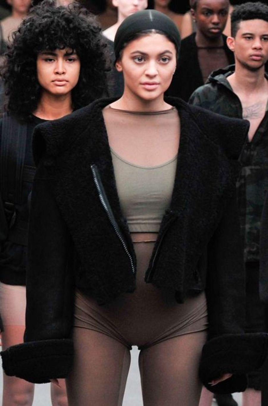 Kylie Jenner défile pour son beau-frère, Kanye West, à New York le 12 février 2015