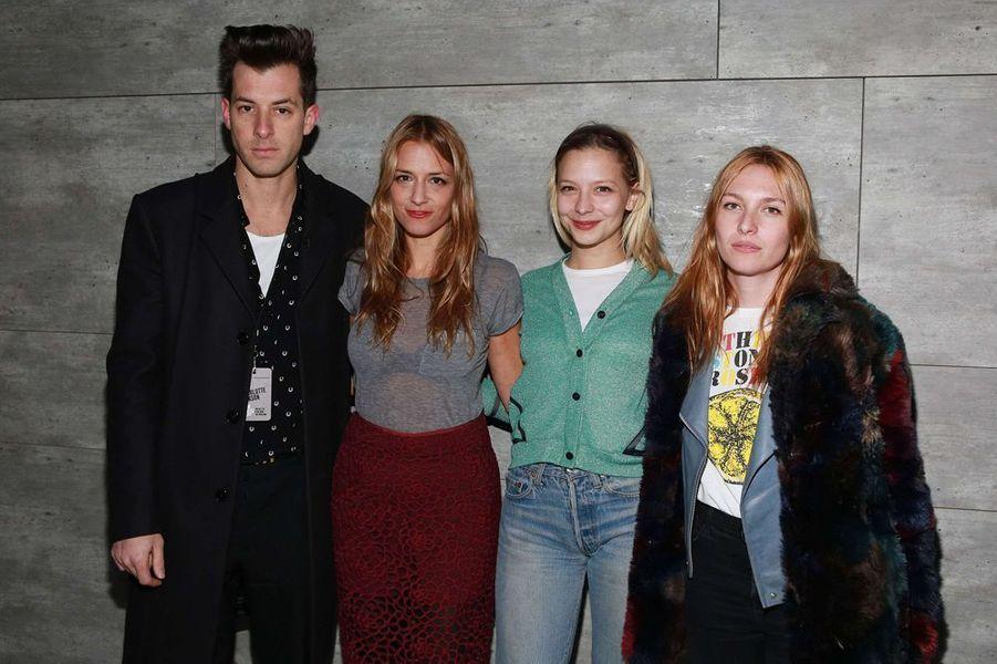 Mark et Charlotte Ronson, aux côtés d'Annabelle Dexter Jones et Joséphine de La Baume, à New York le 13 février 2015