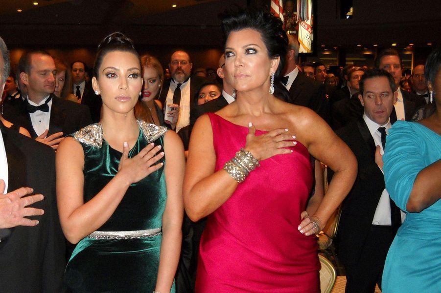 """Avec sa mère Kris Jenner lors d""""un dîner à Washington en 2012"""