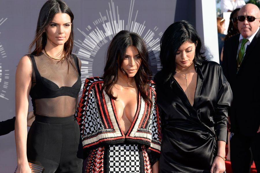 Avec ses soeurs Kendall et Kylie Jenner aux MTV Music Video Awards en 2014