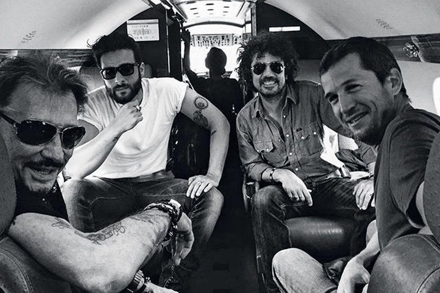 De gauche à droite : Johnny, Maxim Nucci, Yarol Poupaud, Guillaume Canet en vol pour les Francofolies à la Rochelle