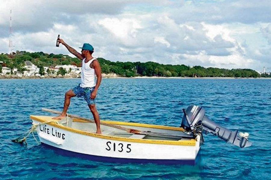 """Le pilote Lewis Hamilton : """"Je me rafraîchis sur mon yacht"""""""