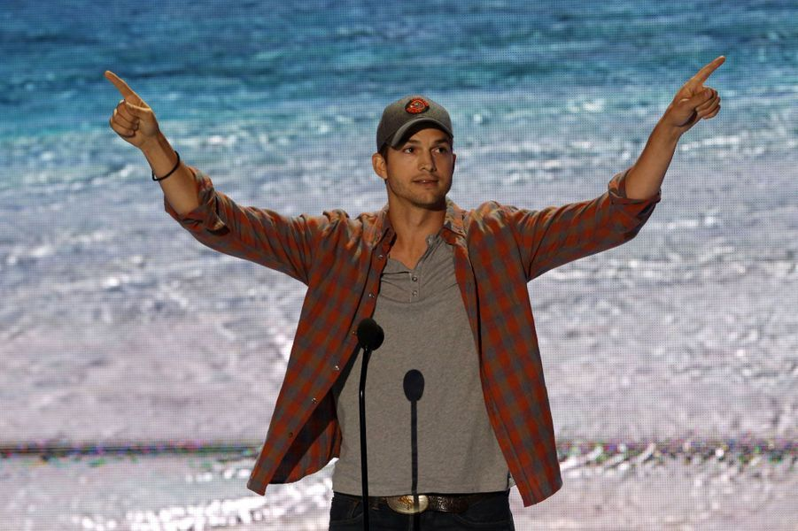 Ashton Kutcher remporte le prix «ultime» de la soirée