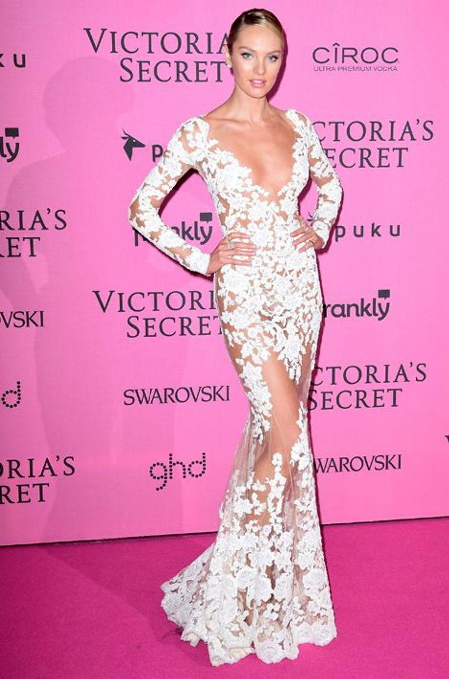 Candice Swanepoel à Londres le 2 décembre 2014