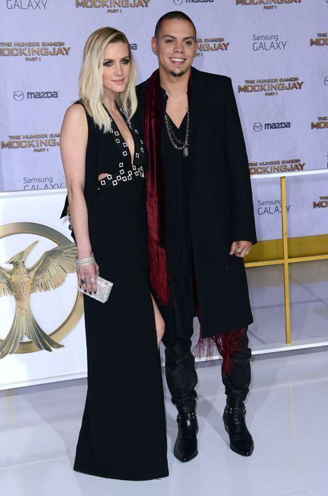 Amis de longue date, Ashley Simpson et Evan Ross se fréquentent finalement à l'été 2013, se fiancent en janvier 2014 et échangent leurs voeux e...