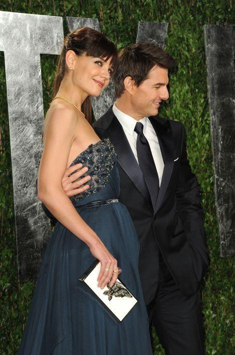 Après seulement deux mois de relation, Tom Cruise demande la jeune Katie Holmes en mariage au printemps 2006. Le couple échangera ses voeux en nov...