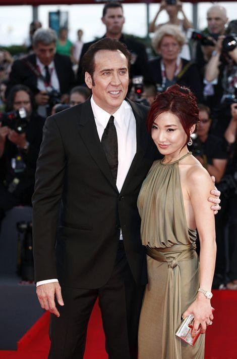Après son mariage avec Patrica Arquette puis Lisa Marie Presley, Nicolas Cage aura un véritable coup de foudre pour une serveuse d'un restaurant c...