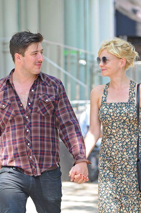 Egalement amis depuis l'enfance, Carey Mulligan et Marcus Mumford ont commencé à se fréquenter en février 2011, se sont fiancés en août et ont...