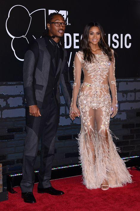 La chanteuse Ciara commence à fréquenter le rappeur Future en décembre 2012. Le couple se fiance alors en octobre 2013 et annoncent qu'ils attend...