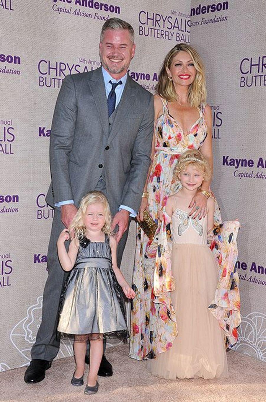 Eric Dane et Rebecca Gayheart entourés de leurs filles, Georgia et Billie, à Los Angeles le 6 juin 2015