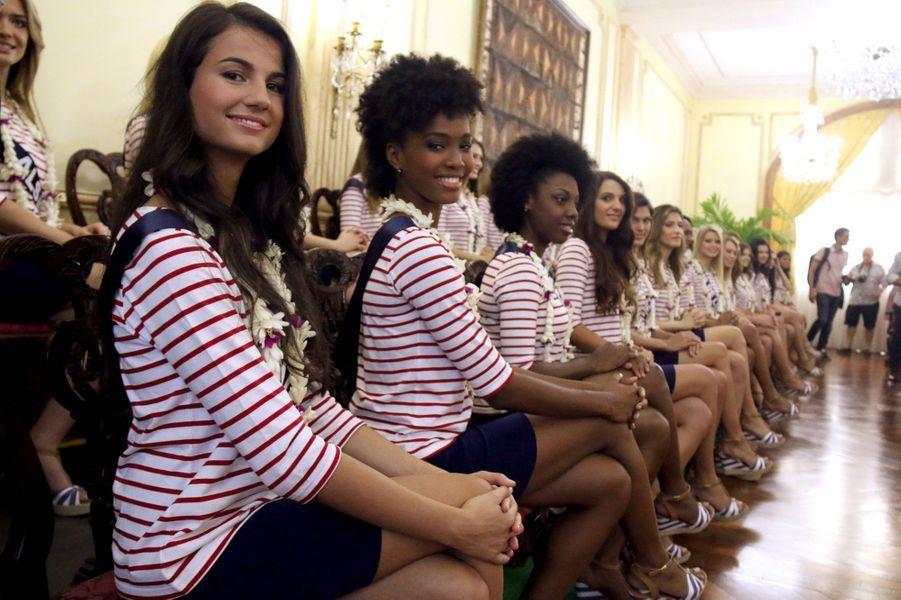 Les 31 miss régionales à la conférence de presse de Jean Christophe Bouissou, représentant à l'Assemblée de la Polynésie française (lundi 23...