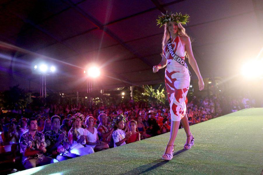 Les 31 miss régionales ont défilé en paréo à la présidence de la Polynésie française lundi.