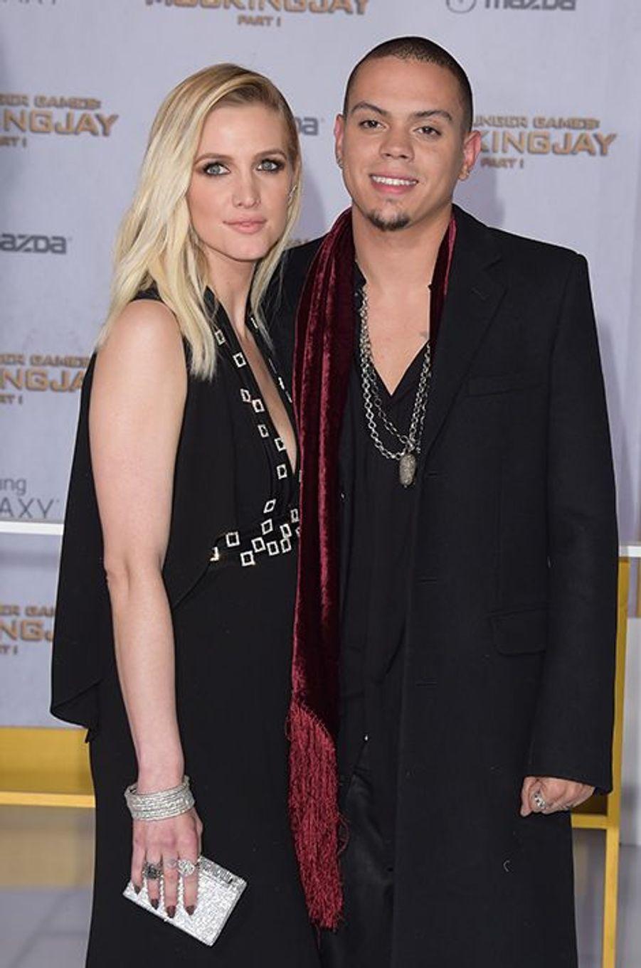 Trois ans après son divorce avec Pete Wentz, père de son petit Bronx Mowgli (6 ans), la chanteuse américaine a épousé le fils de Diana Ross, Evan, le 30 août dernier. Ils attendent actuellement leur premier enfant.