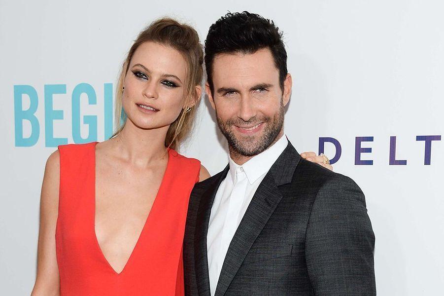 Inséparables depuis leur rencontre en 2012, le mannequin namibien et le chanteur de Maroon 5 se sont mariés le 19 juillet au Mexique.