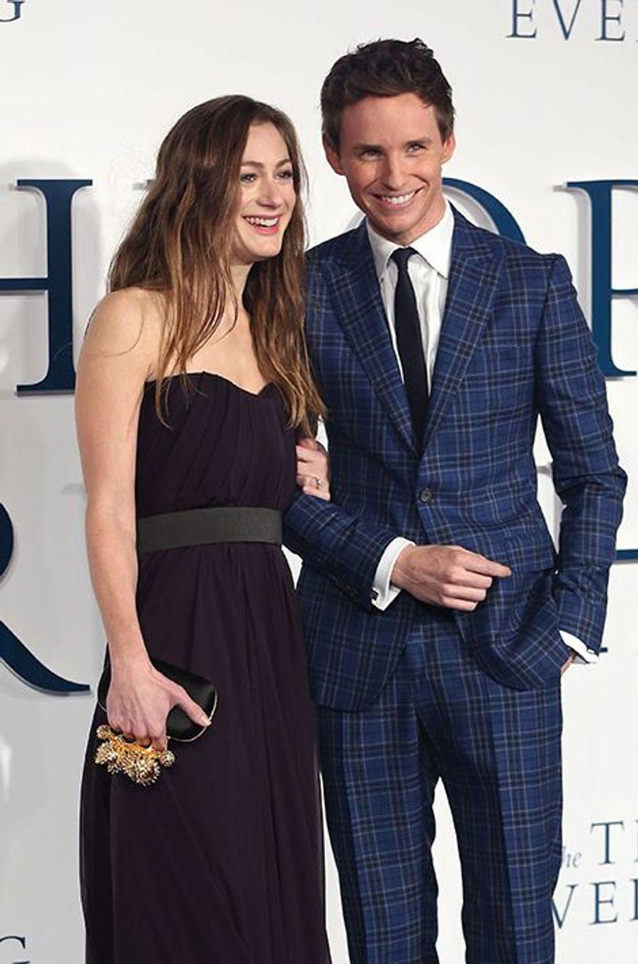 Tout sourit à l'acteur montant du cinéma hollywoodien. Pressenti pour décrocher l'Oscar, le comédien britannique a épousé sa compagne depuis deux ans, Hannah Bagshawe, lors d'une cérémonie organisée en Angleterre le 15 décembre.
