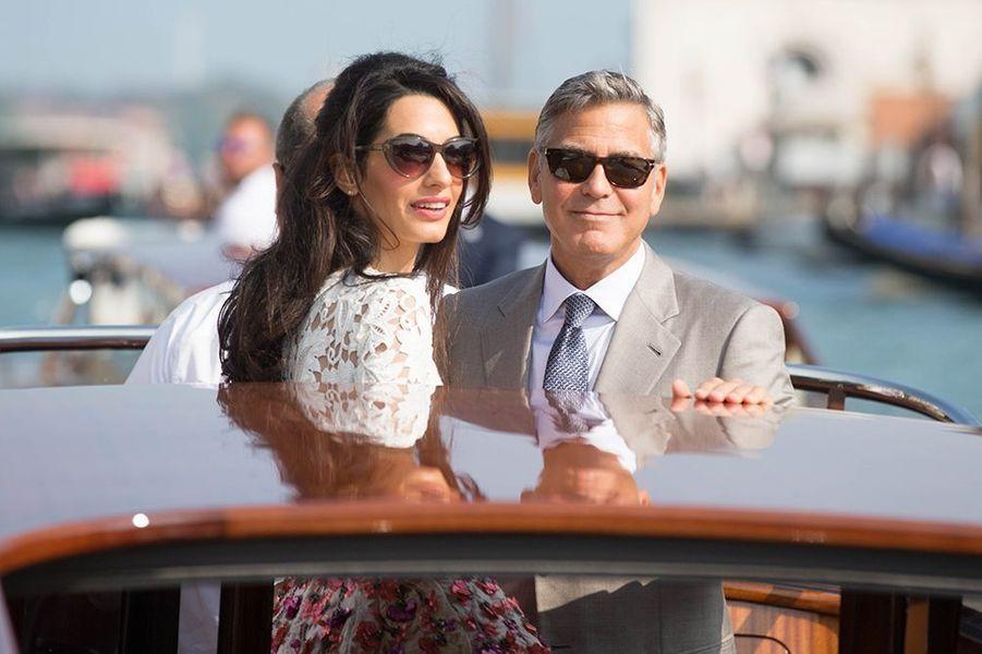 Alors qu'il avait juré qu'on ne l'y reprendrait plus - il avait épousé la musicienne Talia Balsam en 1989 avant de divorcer en 1993 -, l'acteur américain s'est marié le 27 septembre à l'avocate Amal Alamuddin lors d'une grande cérémonie organisée à Venise.