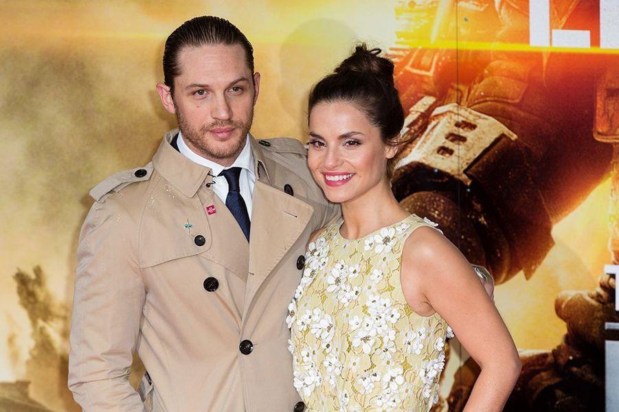 """Rencontrés en 2008 sur le tournage du film """"Wuthering Heights"""", Tom Hardy et Charlotte Riley se sont fiancés en 2010. Le couple s'est marié dans le plus grand secret en juillet dernier."""