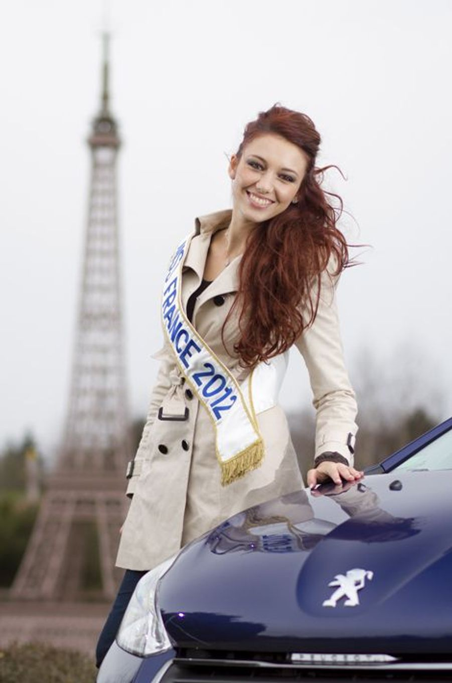 Delphine Wespiser avait 19 ans lorsqu'elle a été élue Miss France 2012 en décembre 2011.Mannequin, animatrice de télévision, actrice, chanteuse et femme politique française, la jeune femme s'était confiée auprès de Paris Match au moment de son élection. «J'ai un corps féminin, mais un intérieur très masculin ! Là, je me retiens, normalement je parle un peu comme un garçon. J'aime bien parler fort. Je ne suis pas bourrue, ni gaillarde, ce ne sont pas les bons mots... non, je suis... entière. Franche comme un garçon. Depuis la maternelle, je n'ai que des amis gars : les filles font toujours des histoires. Aujourd'hui encore, j'ai neuf copains, je suis la seule fille, la reine du harem inversé !»