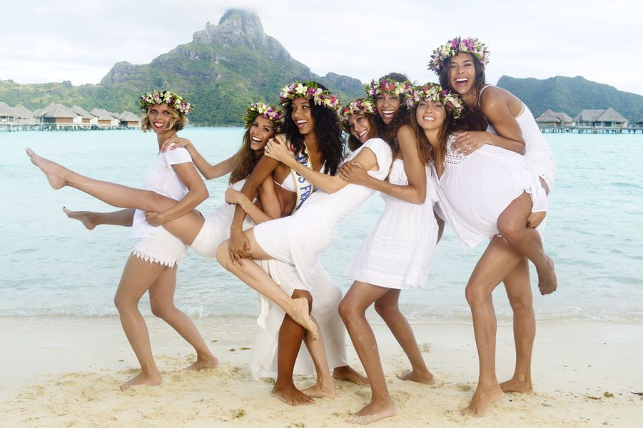 De gauche à droite: Sylvie Tellier(Miss France 2002),AlexandraRosenfeld(Miss France 2006), FloraCoquerel(Miss France 2014), MarevaGalanter(Miss France 1999), ChloéMortaud(Miss France 2009),MarevaGeorges(Miss France 1991) et MarineLorphelin(Miss France 2013)