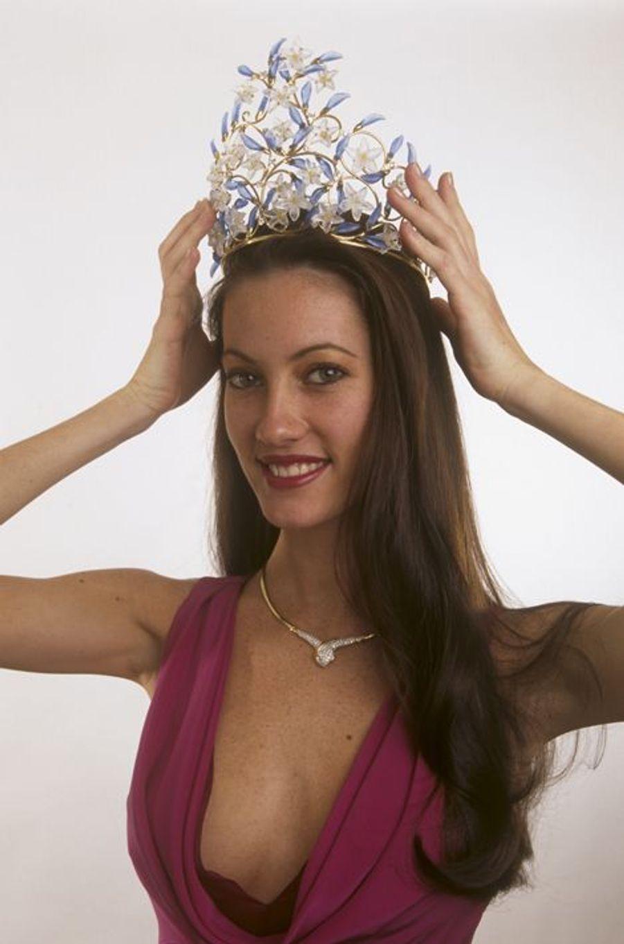 Reine de beauté iconique, l'ancienne Miss Tahiti a plus d'une corde à son arc. Mannequin, actrice, animatrice et chanteuse, la 69e Miss France a dévoilé son dernier album en 2013, «Detroit Mix».