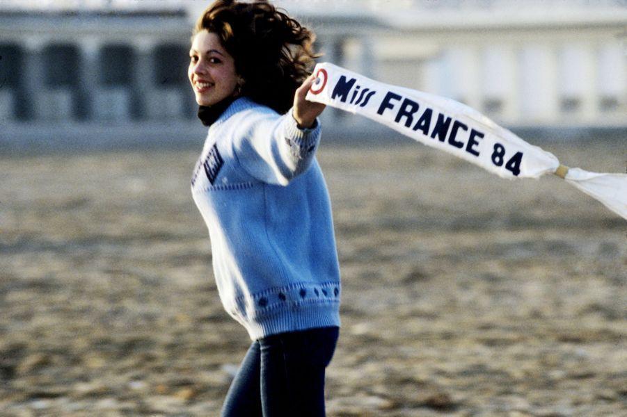 Née en 1964, elle est âgée de 19 ans lorsqu'elle devient la 54e Miss France. Passionnée de littérature, Martine Robine est devenue mannequin après son année de règne.