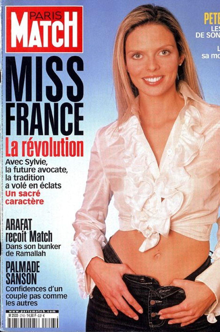 Pilier essentiel de la grande famille Miss France, Sylvie Tellier est aussi la 72e reine de beauté. Actuelle directrice du comité, la jeune maman de 36 ans s'est récemment réjouie de l'arrivée de Valérie Bègue au sein du jury 2015.
