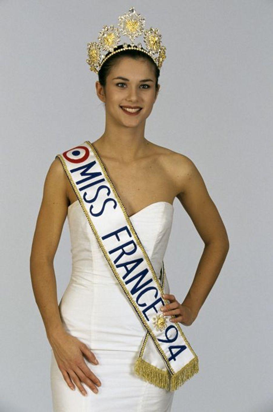 64e Miss France sacrée le 28 décembre 1993 au CNIT de La Défense, Valérie Claisse est par la suite devenue mannequin.