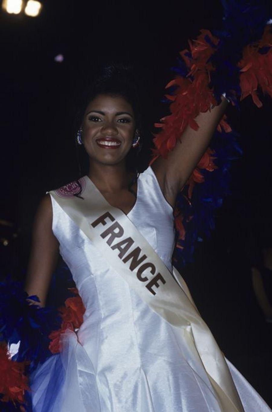 Succédant à Linda Hardy, Miss Guadeloupe a obtenu un diplôme en sciences politiques après son année de règne. Quelques années plus tard, elle se lançait officiellement dans le monde de la mode en devenant couturière, fondant sa propre marque de maillots de bain en 2005, V del Sol.
