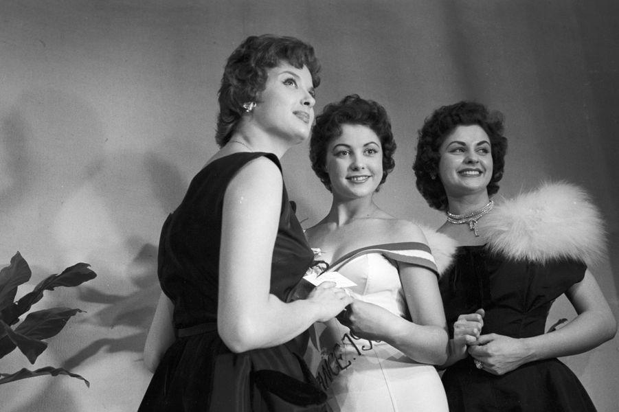 Élue Miss Paris 1954, puis Miss France 1955, Véronique Zuber, née en 1936, a embrassé un temps une carrière d'actrice avant d'épouser le couturier Ted Lapidus.