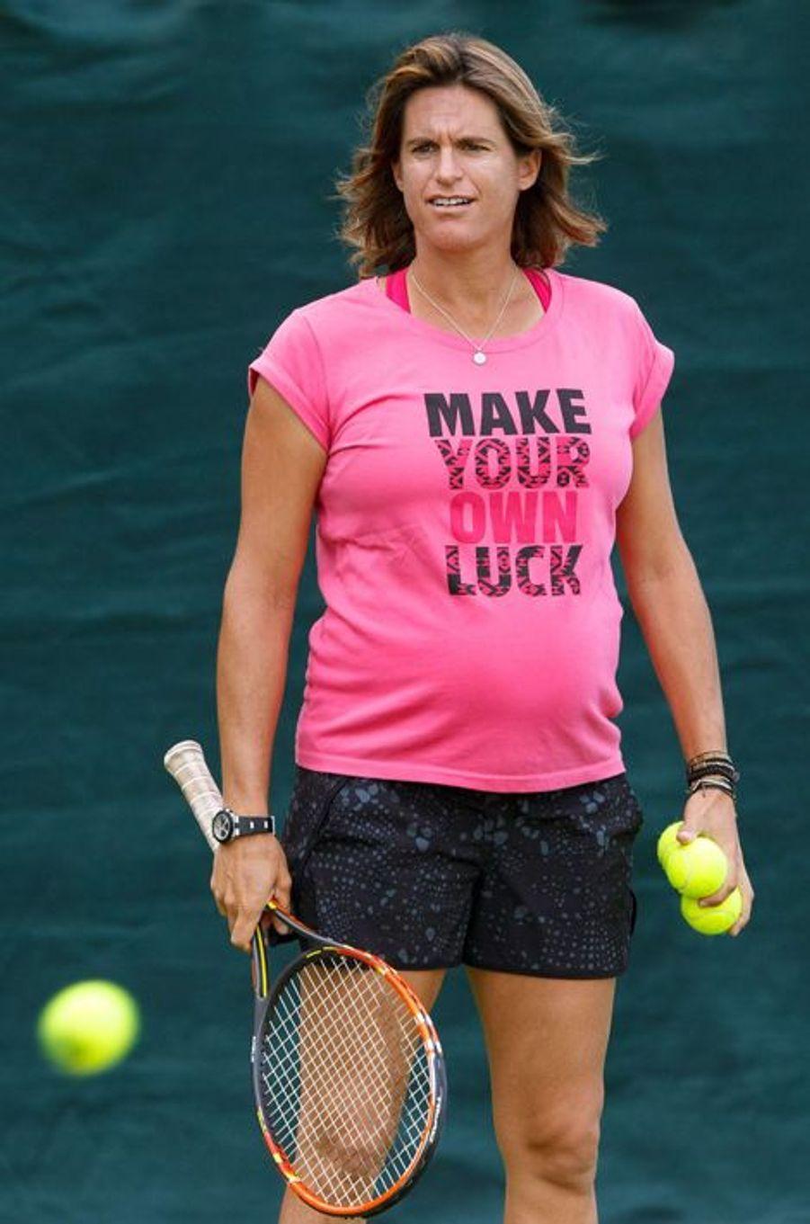 La championne de tennis Amélie Mauresmo a accouché d'un petit garçon prénommé Aaron en août 2015.