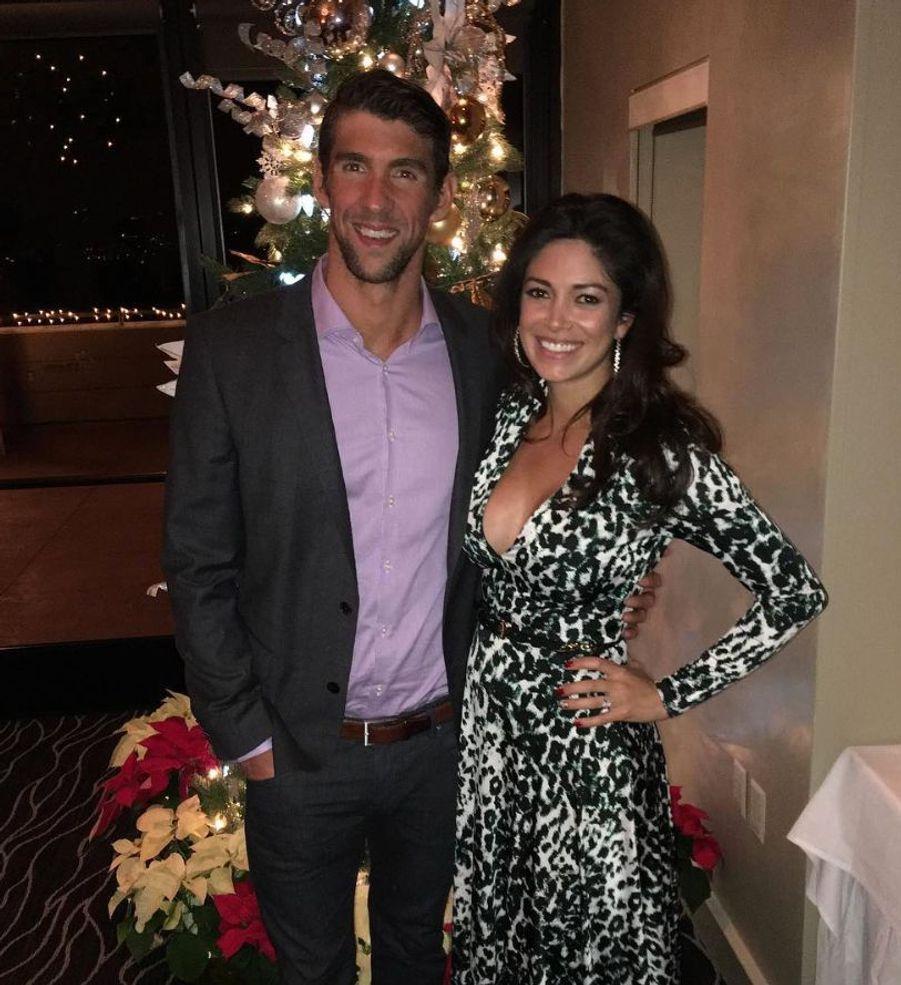 Michael Phelps et sa fiancée, Nicole Johnson, vont bientôt devenir parents d'un petit garçon. Le bébé est prévu pour mai 2016.