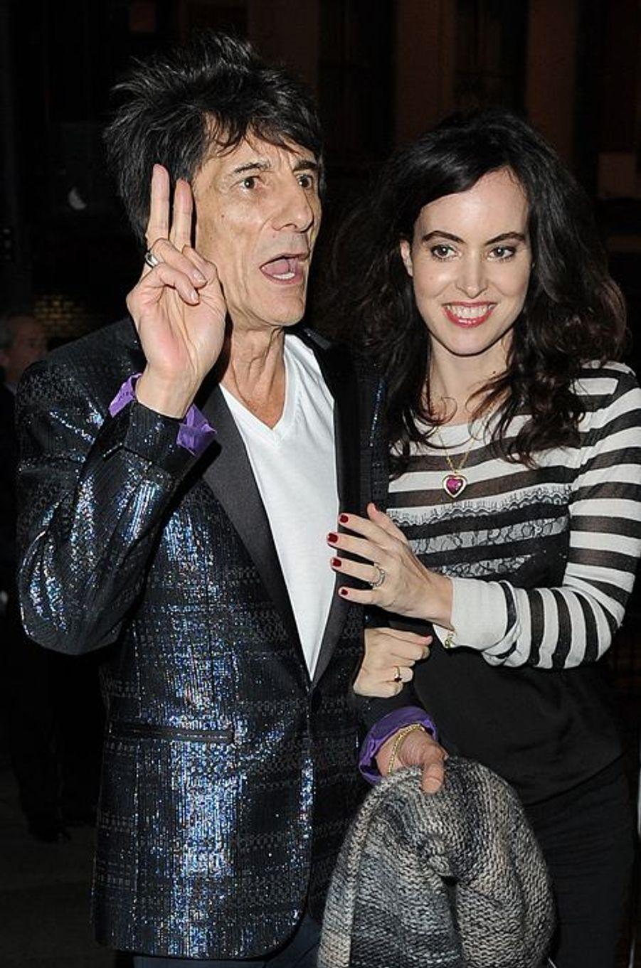 Ronnie Wood du groupe Rolling Stones et sa troisième femme, Sally Humphreys, attendent des jumeaux. Le rockeur de 68 ans a déjà quatre enfants.