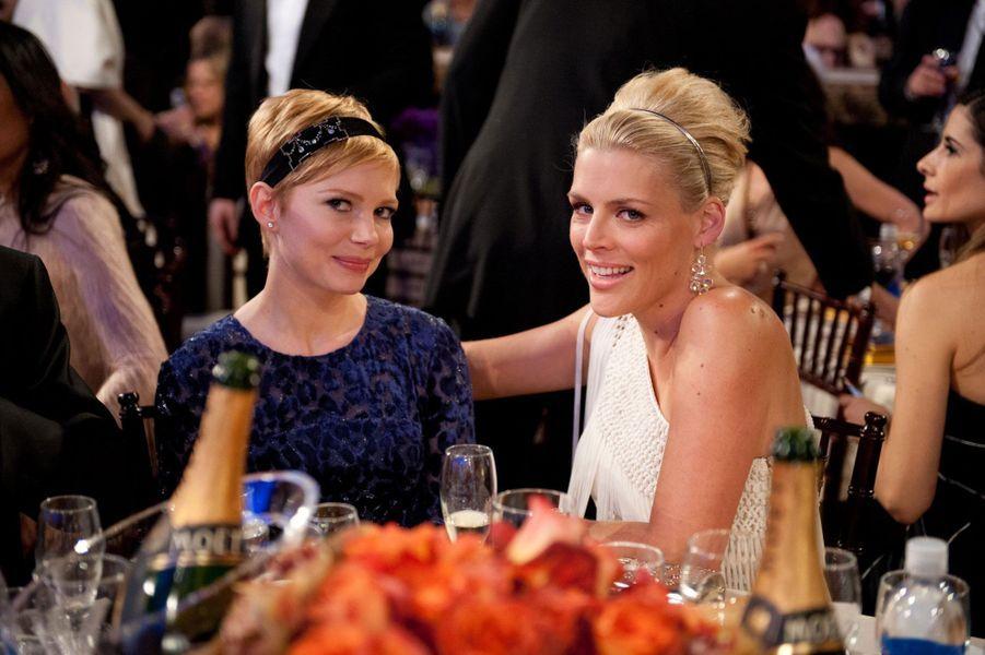 Les deux blondes sont amies depuis leur rencontre sur le tournage de la série «Dawson». Lorsque Michelle Williams a dû faire face à la mort du père de sa fille, Heath Ledger, elle a pu compter sur le soutien de Busy Philipps. Les deux stars sont tellement proches qu'une rumeur sur une éventuelle liaison entres elles a même vu le jour. «Je l'aime profondément, mais c'est faux», avait réagi Busy Philipps dans «The Advocate».