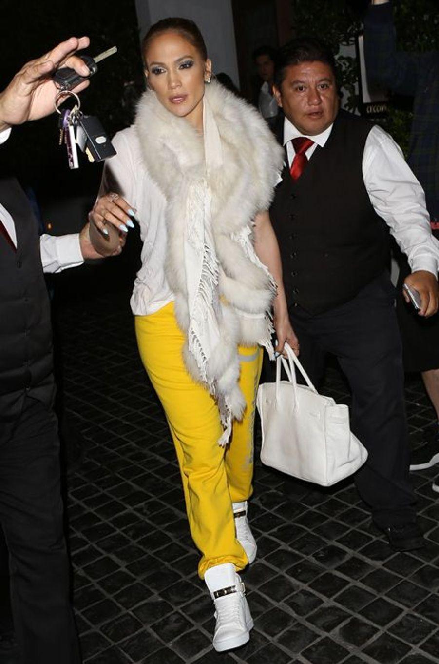 Jennifer Lopez avec un autre sac Birkin de la Maison Hermès.