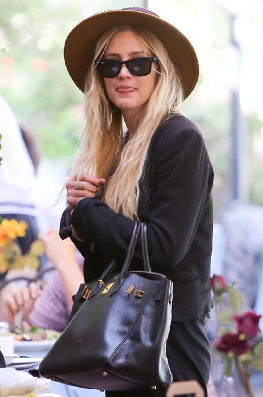 La chanteuse Ashlee Simpson déjeune à LA avec son mari et son sac Birkin en septembre 2014.